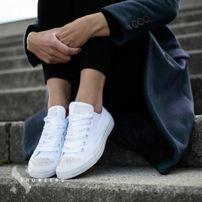 shoozers converse low white na schody